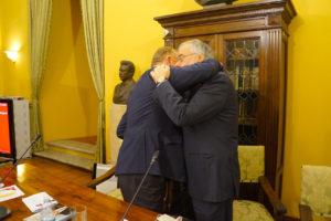 Abbraccio tra Pacolli e Riccardi nel segno dell'amicizia tra Kosovo e Italia