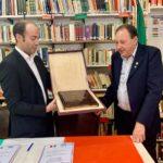 Donazione dal Circolo Italiano alla Dante di Mar del Plata