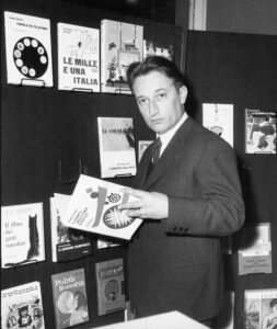 Gianni Rodari con i libri